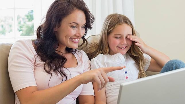 Las madres son mas aceptadas por sus hijos en las redes sociales